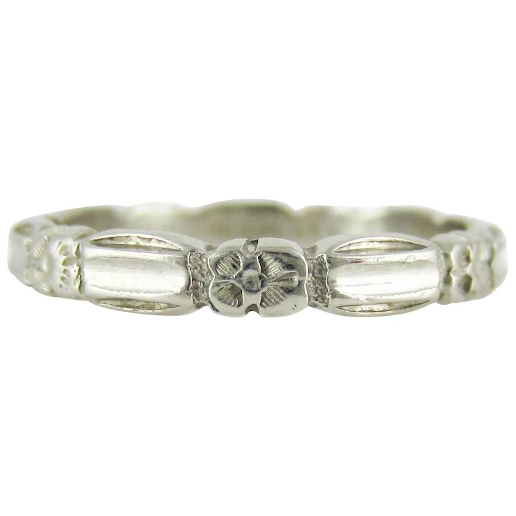 1940s Engraved Platinum Wedding Ring Scalloped Edge Band With
