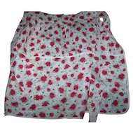 What A Charming Vintage Ladies Apron Red Roses Floral Themed Pattern