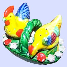 Cheerful Brightly Colored Majolica Style Salt & Pepper Hen Rooster Salt Pepper Shakers
