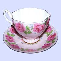 Pretty In Pink Rose Floral Pattern Queen Anne England Teacup & Saucer Set
