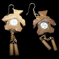 A  Charming  Novelty  Wooden  Cuckoo Clock Earrings Pierced Style Fashion Accessory
