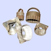 Lovely Lot Of 5 Vintage Primitive Farmhouse Tin Metal Cookie Cookie Cutters
