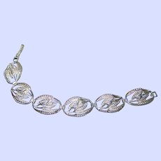 A Lovely Vintage  Lite Weight Sterling Silver Leaf Themed  Link Style Bracelet