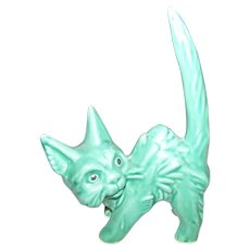 Vintage  Green Sylvac Pottery Cat  Figurine Standing Scaredy Cat 1046 MI England