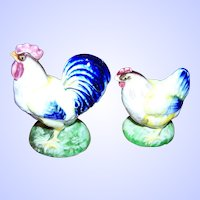 Sweet Hand Painted Majolica Style Hen Rooster Ceramic Salt & Pepper Spice Shakers Home Decor Accent