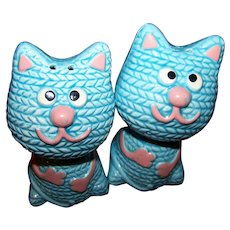 Sweet Blue Pink and White Yarn Themed Ceramic Kitty Cat Salt & Pepper Spice Shakers