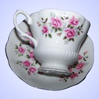 Pink Rose Floral Themed Royal Albert England Tea Cup / Teacup & Saucer Set Home Decor Accent