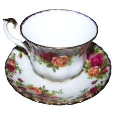 Royal Albert England Bone China Tea Cup and Saucer Set Old Country Roses burgundy, pink and yellow roses