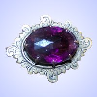 Such A Lovely Little Prong Set Purple Amethyst Glass Stone Pin / Brooch