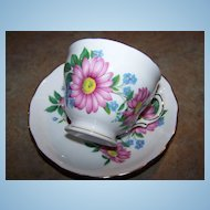 Pretty  Vintage Royal Vale Floral Motif Tea Cup & Saucer
