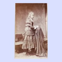 Vintage CDV Carte De Visite Photograph Yng Lady Long Hair