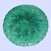 Vintage Decorative Collectible Green Majolica Style Leaf 9 inch Plate