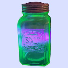 GREEN Depression Uranium Glass Salt Hoosier Style Shaker Glows under UV lite