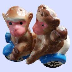 SWEET Novelty Ceramic Monkey Family in Bike Salt Pepper Shaker Set