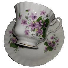 Pretty Royal Albert  Bone China England  Purple Floral Themed Tea Cup Saucer