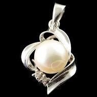 14K 7mm Pearl Diamond Swirl Pendant White Gold  [QPQX]