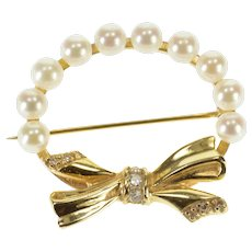 14K 0.15 Ctw Diamond Inset Bow Pearl Wreath Round Pin/Brooch Yellow Gold  [QWQX]