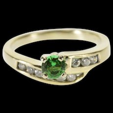 14K Syn. Emerald Cubic Zirconia Inset Wavy Design Ring Size 4.25 White Gold [QWQX]