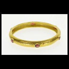 "18K Hammered Pattern Oval Garnet Round Bangle Bracelet 7.75"" Yellow Gold  [QWXF]"