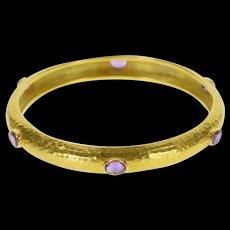 "18K Oval Amethyst Inset Hammered Pattern Bangle Bracelet 7.75"" Yellow Gold  [QWXF]"