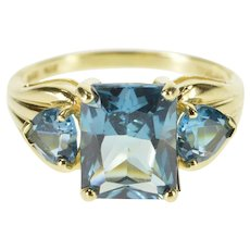 14K Three Stone Blue Topaz Cocktail Statement Ring Size 8 Yellow Gold [QRXC]