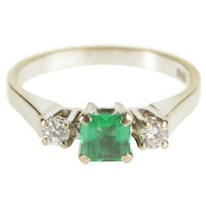 14K 0.70 Ctw Emerald Diamond Inset Engagement Ring Size 7 White Gold [QWXS]