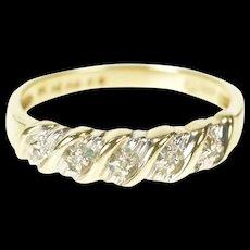 10K Diamond Inset Wavy Pattern Wedding Band Ring Size 6.25 Yellow Gold [CXXS]