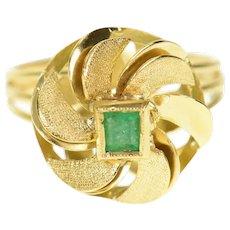 18K 1960's Ornate Emerald Retro Swirl Cocktail Ring Size 6.25 Yellow Gold [CXQX]