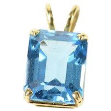 14K Emerald Cut Blue Topaz Solitaire Classic Pendant Yellow Gold [CXQC]