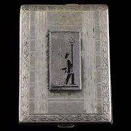 Base Metal Gentleman Smoking By Lamp Post Etched Match Box    [QWXF]