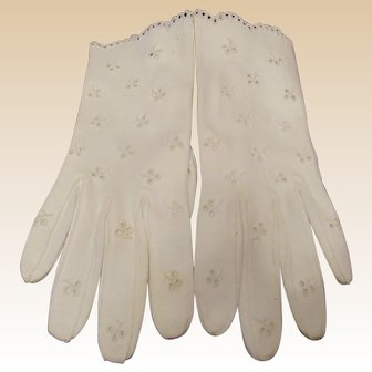 Beautiful Vintage Cream Color Ladies Gloves
