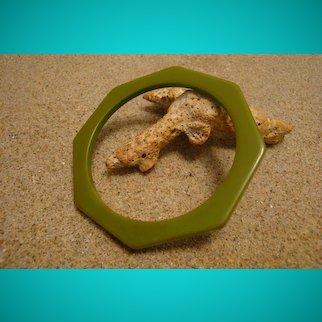 """Vintage 1/8"""" Octagon Bakelite Bracelet! Solid Jade Green Color!"""