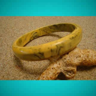 "Vintage 1/2"" Bakelite Bracelet! Lovely Marbled Mustard & Green Colors!"