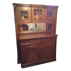 Vintage Early American Bar/ Whiskey Cabinet with Pull-out Mixing Shelves