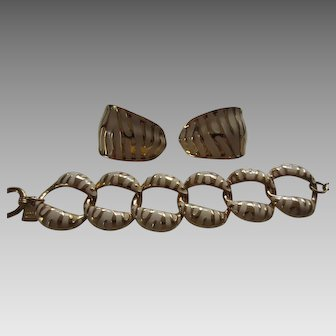Stylish ANNE KLEIN Big Cat Patterned Enamel Chunky Bracelet and Matching Earrings
