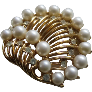 Crown Trifari Golden Seashell Brooch with Simulated Pearls and Clear Rhinestones