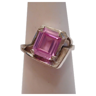 MODERNIST - 1950's Vintage Synthetic Pink Sapphire & 10kt White Gold Cocktail Ring