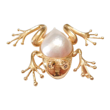 LARGE & Whimsical 18kt Yellow Gold Cultured Mabe Pearl & Green Diamond FROG PIN Pendant