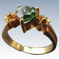 Vintage 18 k Yellow Gold Floral Highlight Ring with Green Paste Heart