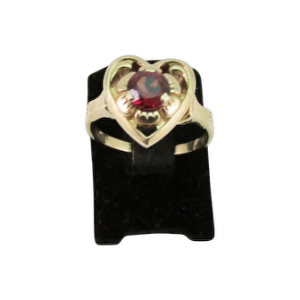 Vintage Ladies Garnet Ring