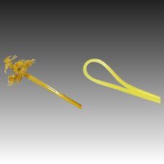 Japanese Antique Kanzashi Pair or Hairpin Ornaments in Yellow Gold Resin with Relief of Crane, Sakura, Pine and Duck