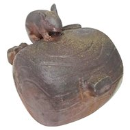 Japanese Bizen-yaki Okimono or Ornament Mouse on Hammer by Nishigaki Kunio 西墻邦雄