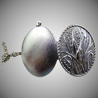 """1977 new old stock Sarah Coventry """"Country Roads"""" Locket Necklace"""