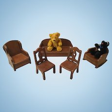 5 Pieces Of 1940s Doll House Furniture