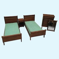 """Vintage 1"""" to 12"""" Doll House Bed Room Suite"""
