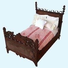 Antique Mignonette Size Doll Bed & Dressings