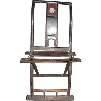 A beautiful 1850s Chinese lacquered folding chair.