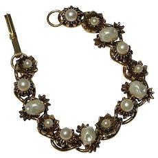 Vintage Gold Tone & Imitation Pearl Floral Link Bracelet 7 1/4 inches