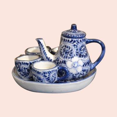 Vintage tea set for doll's houses