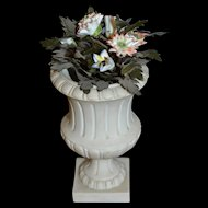 Rare little medicis vase with original porcelain flowers décoration